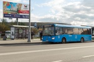 Автобус №911 на остановке у метро Саларьево