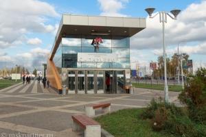 Выход из метро Саларьево к остановке автобусов