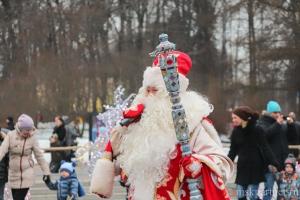 Дед Мороз в Сокольниках во время рождественского фестиваля в Москве