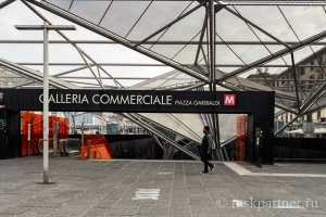 Спуск в метро на станции Garibaldi