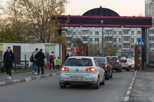 Дорога, ведущая к станции метро Бульвар Рокоссовского