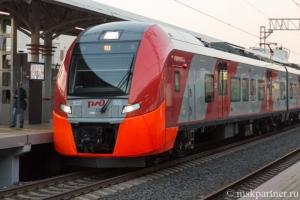Поезд Ласточка у платформы станции МЦК
