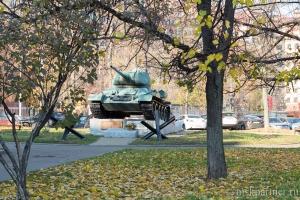 Танк в парке - неподалёку от МЦК Панфиловская
