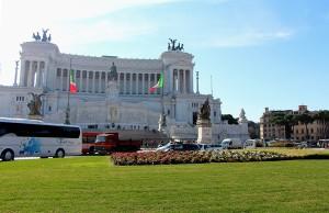 На площади Венеции в Риме