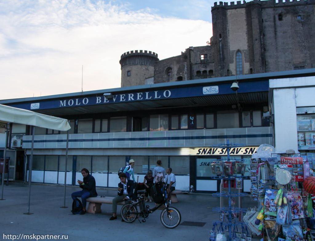 Порт Неаполя, Моло Беверелло