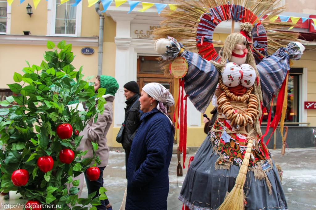 Празднование Масленицы на Камергерском в Москве