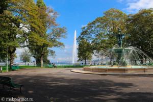 Фонтан в центре Английского парка в Женеве